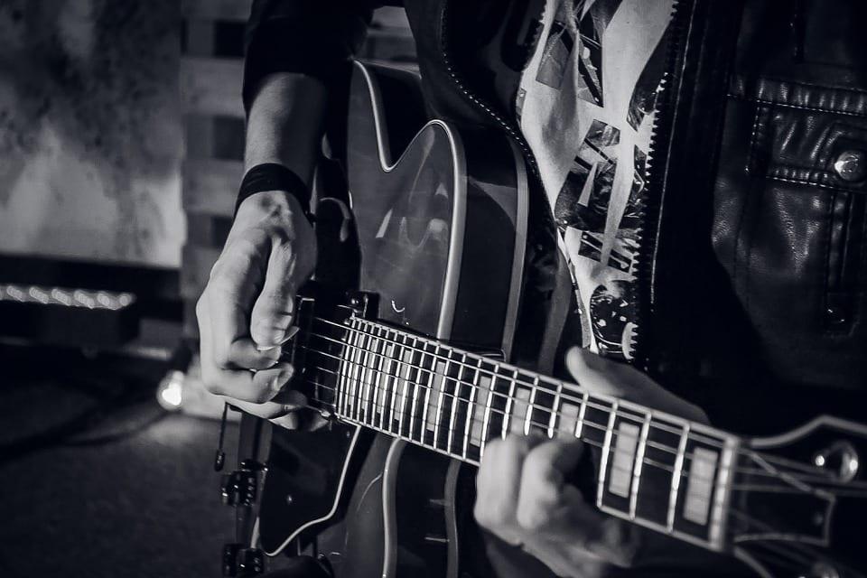 guitar-907654_960_720